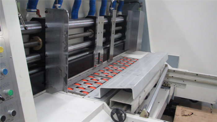 Automatic feed section of flexo folder-guler